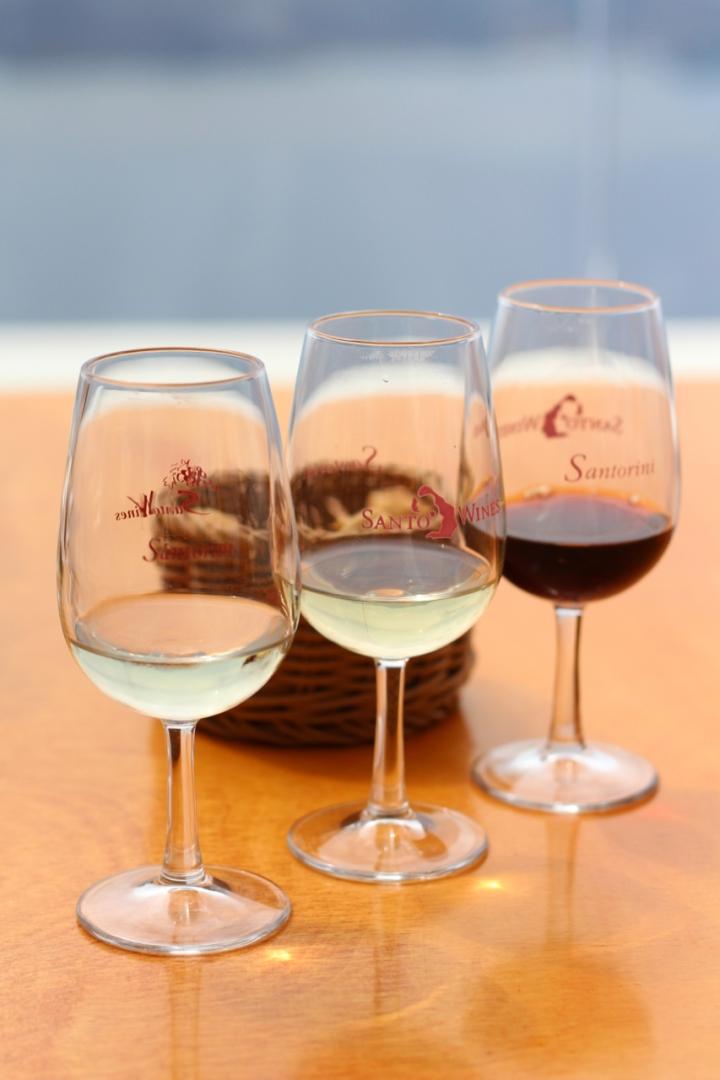 Fyll opp glasset: Dette drikker du påSantorini