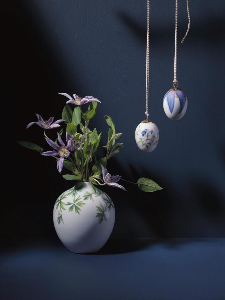 springcollection_geraniumvase_clematis_clpetals_jpg